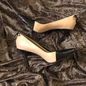 Levity Black and Tan heel with bow detail